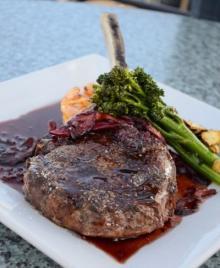 大好き「お肉」デート! 女子が食べたい肉料理ランキング!⇒2位「ステーキ」1位は意外な〇〇!