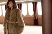 松嶋菜々子、LOEWEを華麗に着こなし 貴重なプライベート写真も公開