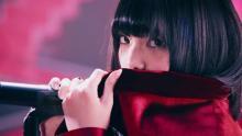 話題の欅坂46から、センター平手友梨奈のソロ曲のミュージックビデオが公開!