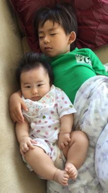 東尾理子 息子に腕枕される娘の写真公開「何だか羨ましい」