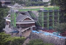 やぐらを鉄骨で仮支え=「一本石垣」を補強-熊本城