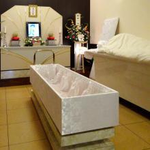 意外に狭い棺。背中や腰が曲がっている場合はどうなる?新しい終活の提案!