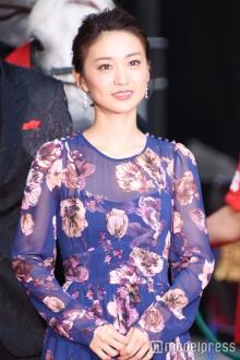 大島優子、背中ざっくりSEXYドレスで降臨 レッドカーペットでハプニングも?