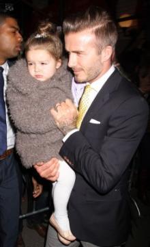 D・ベッカムに抱かれた娘が5歳とは思えないほど美しい!