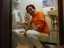 ルー大柴 自宅トイレを掃除する姿公開「ベリーイージー」