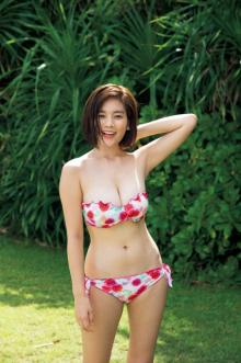 筧美和子、切りたてボブで水着グラビア 1年ぶり『ヤンマガ』登場