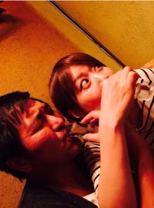 川崎麻世がスリムクラブ・真栄田と妻の結婚5周年をお祝い