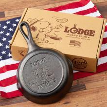 スヌーピー柄のロッジスキレットも アメリカ人気ブランドとピーナッツのコラボアイテム、PLAZA限定で