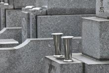 50才公務員女性が120万円のお墓を「衝動買い」