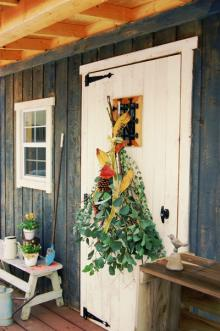 アイデア満載!女子DIYクリエイターリレー 木の枝や松ぼっくりで壁飾りを作ろう! 「クリスマスのスワッグ」by スプンクさん