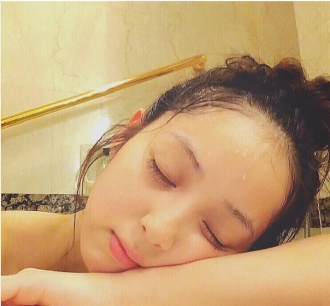 お風呂でまったりくつろぐ佐々木希