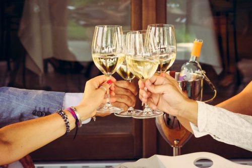 「気つけば、ぼっち…」を避ける!飲み会で孤立しない3つの方法