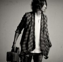 GLAY・TAKURO、1stソロアルバム収録曲「RIOT」が日テレ「MINDNITE テレビシリーズ」EDに決定