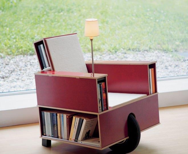 本を読むために作られたソファ「Bookinist」…猫車のように、ゴロゴロと