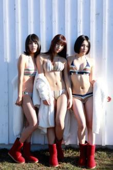 JKアイドル3人が極寒の富士山でビキニ披露「2代目週プレ3姉妹」