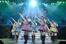 AKB48 13期生公演、相笠萌と梅田綾乃の卒業を前に実現 劇場公演への思いを込めたメドレーも