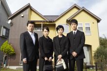 『就活家族』第2話 喪服姿の家族写真が不吉すぎる