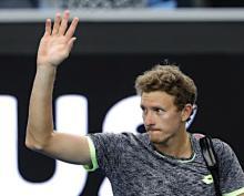 歓声に応えるイストミン=全豪テニス