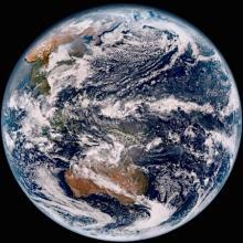 ひまわり9号で地球撮影