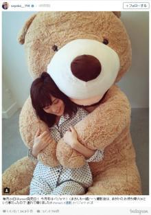 山本彩、パジャマ姿で巨大クマと癒しショット「連れて帰りました」