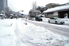 大雪で車300台、立ち往生