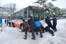 大雪で車300台超、立ち往生=自衛隊に災害派遣要請-除雪、食料輸送・鳥取