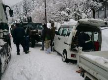 大雪で車、立ち往生続く=智頭町、孤立回避で除雪-自衛隊支援・鳥取