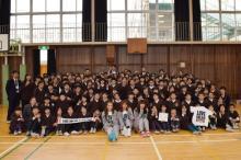 "E-girls <span class=""hlword1"">Aya</span>・Shizuka・山口乃々華、小学生のダンスの先生に 未来のメンバー誕生に期待"