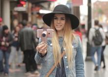 美しいデザインのスマホ用スタビライザー「Fancy」…iPhoneにぴったりのサイズ感とカラーリング