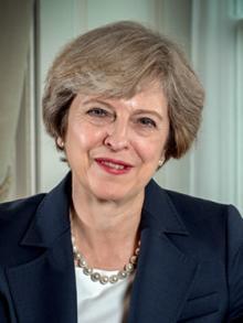 英国メイ首相、ファッション誌「ヴォーグ」表紙に 狙いは