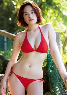 筧美和子、たわわな美バスト際立つビキニで悩殺