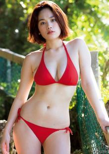 筧美和子、グアムで見せるダイナマイトボディ まぶしく輝くビキニ姿を披露