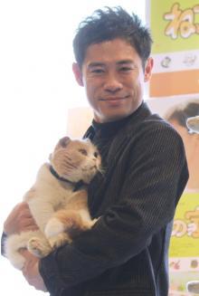 伊藤淳史、共演の猫の手に感謝「癒された」