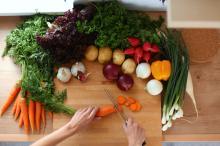 野菜の下ごしらえ面倒!妻たちが工夫している料理の時短テクTOP5