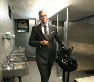 高級スーツ姿のイケメンがホームレス!?話題のドキュメンタリー映画の男性を直撃
