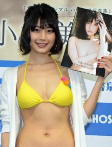 小松美咲、1st写真集に感慨 表紙カットをアピール「キレイに谷間ができた」