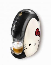 すごーい! キティちゃんが淹れてくれるコーヒーはりんご味!? 可愛い「バリスタ」登場