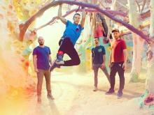 コールドプレイ、フロントマンのクリスの誕生日に新曲を公開! 6月には新EPの配信も!