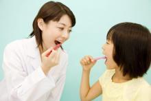 口すすぎすぎてない?歯科医師が教える「正しい歯磨き」の仕方