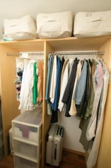 もう朝の着替えに迷わない! スタイリストに教わる服の収納テクニック