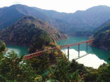 コバルトブルーの湖にポツンと浮かぶ「奥大井湖上駅」 #旅するデザイナーの冒険の書