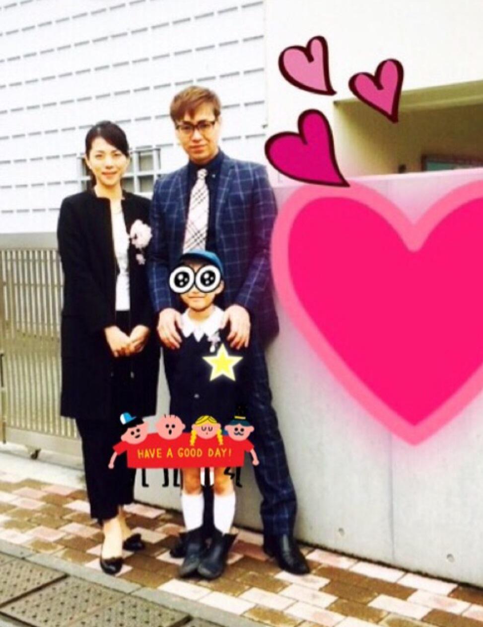 IZAM 妻・吉岡美穂と次男の卒園式ショット公開、ポリシー明かす