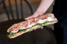 チーズ好き注目! パリ発のモッツァレラサンドイッチ専門店が日本初上陸