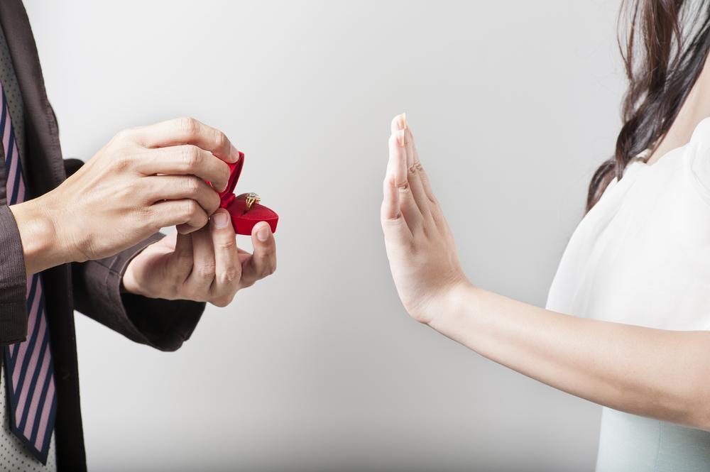 「プロポーズをためらう理由」その男女差がスゴイことに!