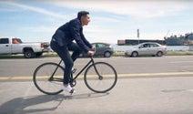 自転車通勤者向けのLEVI'Sジャケット…スマホを操作できるタッチ袖付きの「Levis Commuter Trucker Jacket」