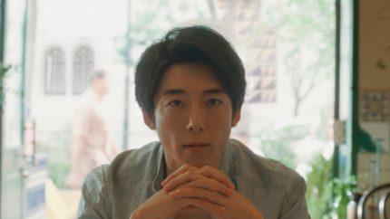 高橋一生と浜野謙太が世界の地元メシを堪能 「旅する氷結」新CMキャラクターに