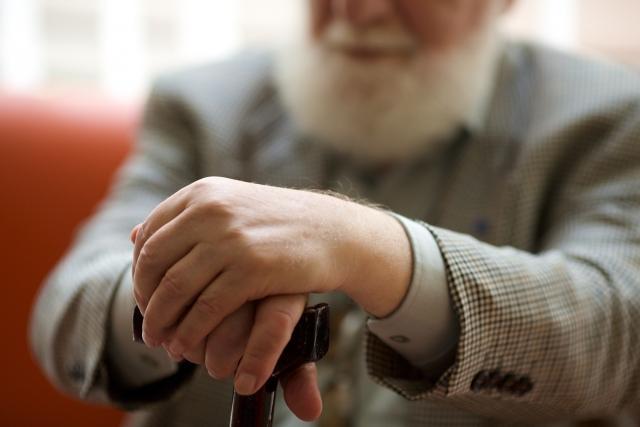 40代独身男性、父親の介護で稼ぎたくても稼げない現実「年収250万円減で結婚も諦め…」