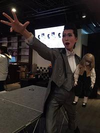 タカラヅカ風メーク&衣装の「月城すみれ」さん 日本一メークの濃い営業マンはなぜ生まれた?