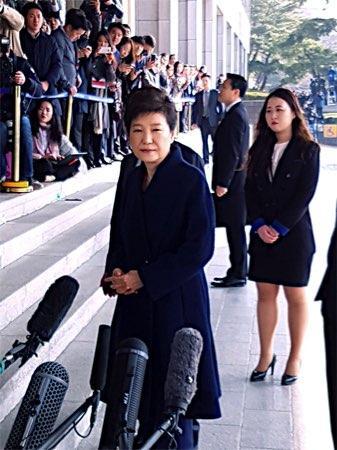 朴前大統領、検察に出頭