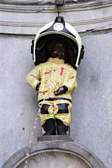 消防士姿の小便小僧